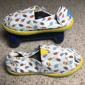 Toms canvas ice cream shoes size T11